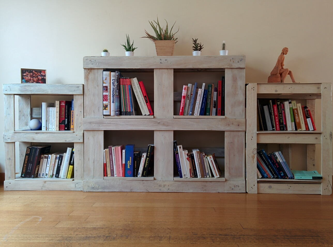 DIY: une bibliothèque en palettes – Du simple au double - Bibliotheque Diy